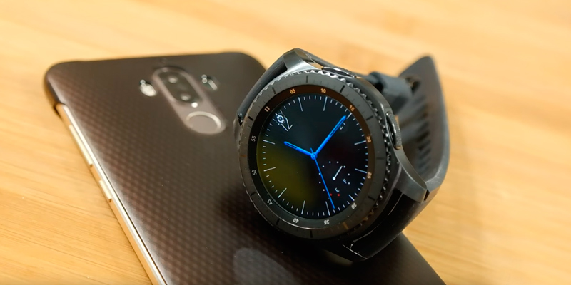 Samsung Gear S3 Frontier Smartwatch in the use
