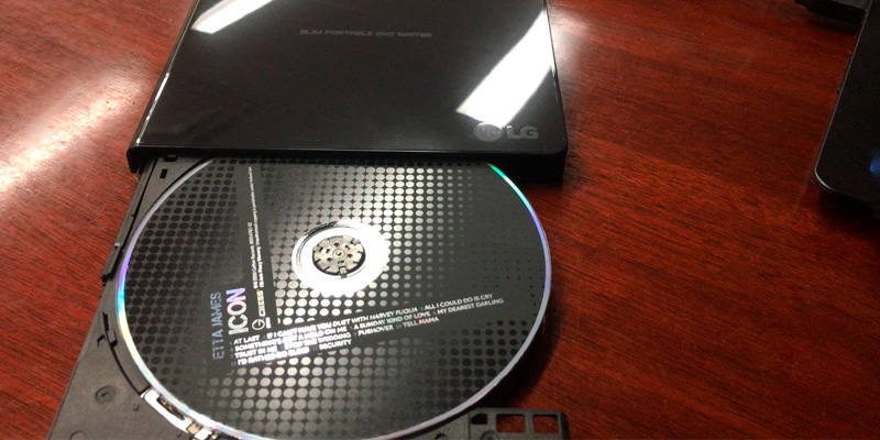 LG GP65NB60 Ultra Slim Portable DVD Writer in the use