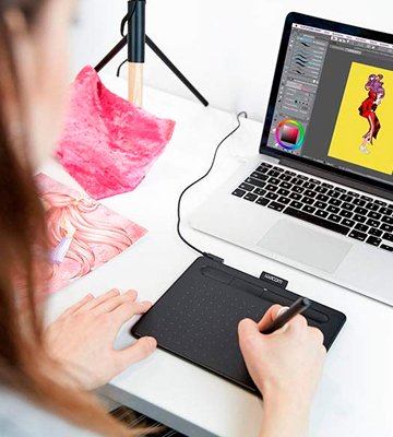 Review of Wacom Intuos (CTL4100) Drawing Tablet with 3 Bonus Software Included