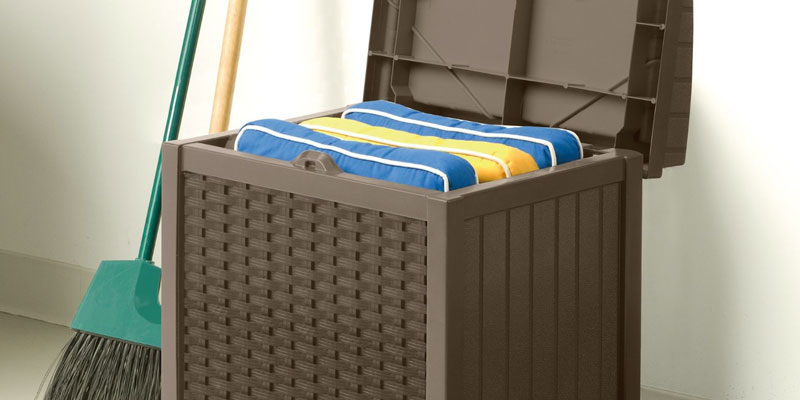 Detailed review of Suncast SSW1200 Resin Wicker Storage Seat