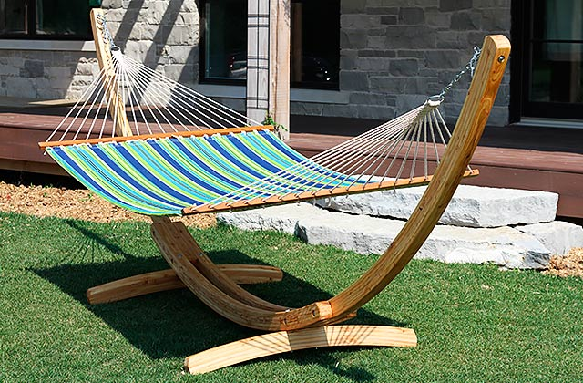 Comparison of Hammocks & Stands to Create an Outdoor Oasis