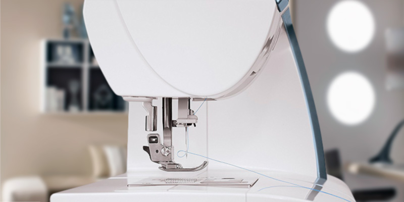 SINGER 9980 Quantum Stylist 820-Stitch Computerized Portable Sewing Machine in the use