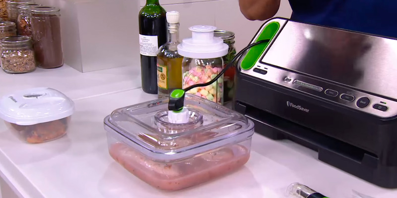 FoodSaver V4440 2-in-1 Automatic Vacuum Sealing System in the use