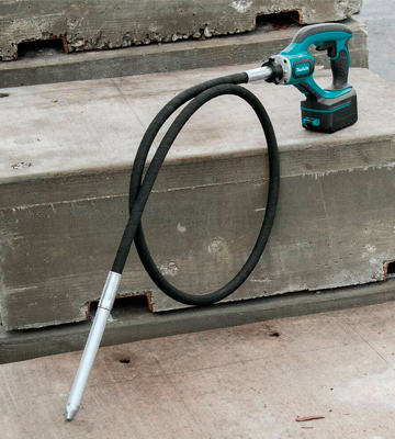 Review of Makita XRV02Z 8V LXT Lithium-Ion Cordless 8-Feet Concrete Vibrator