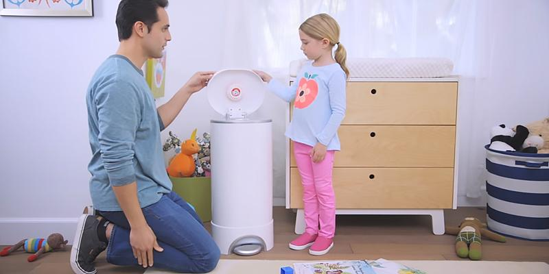 Munchkin Step Diaper Pail Powered by Arm & Hammer in the use