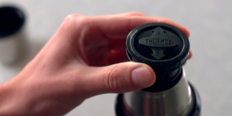 Thermos 40 oz Stainless King Beverage Bottle in the use