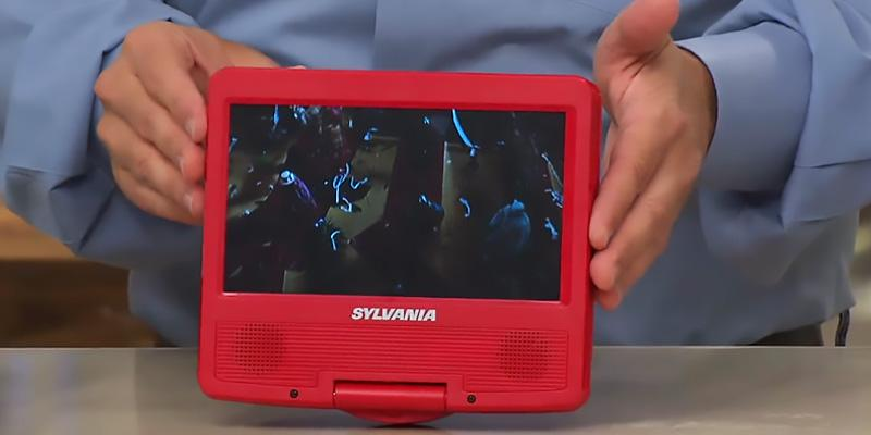 Sylvania SDVD9020B-Blue Swivel Screen Portable in the use