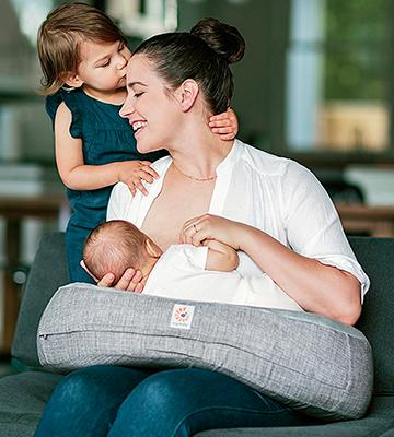 Review of Ergobaby Natural Curve Nursing Pillow