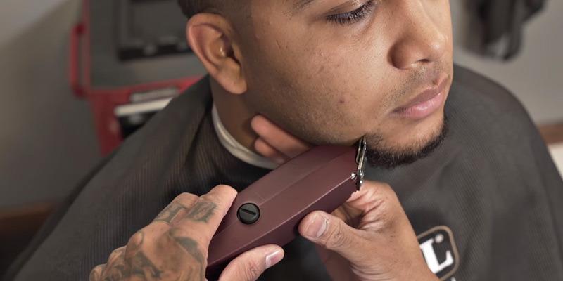 Wahl Professional 5-Star (8051) Shaver in the use