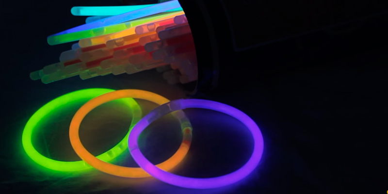 Review of CoBeeGlow Glow Stick Necklaces 22 Inch, 100-Pack