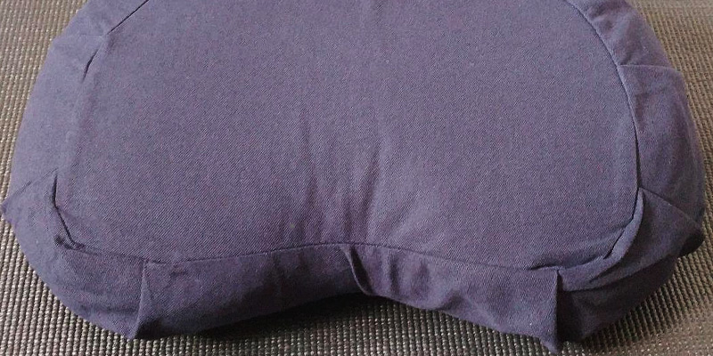 Review of Seat Of Your Soul Crescent Cushion for Meditation