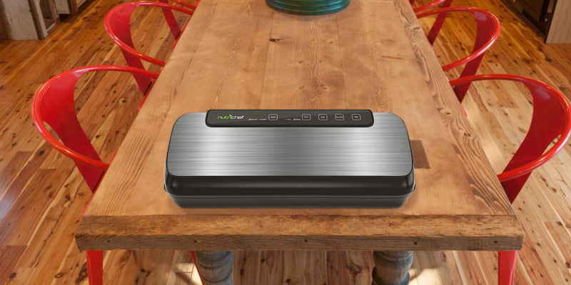 NutriChef PKVS20STS Vacuum Sealer in the use
