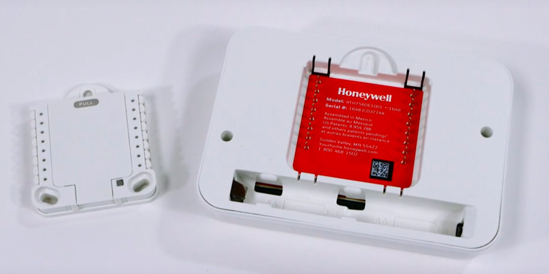 Honeywell RTH7560E1001/E T5 7-Day Programmable Thermostat in the use