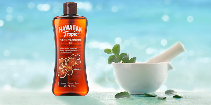 Hawaiian Tropic Dark Tanning Oil in the use