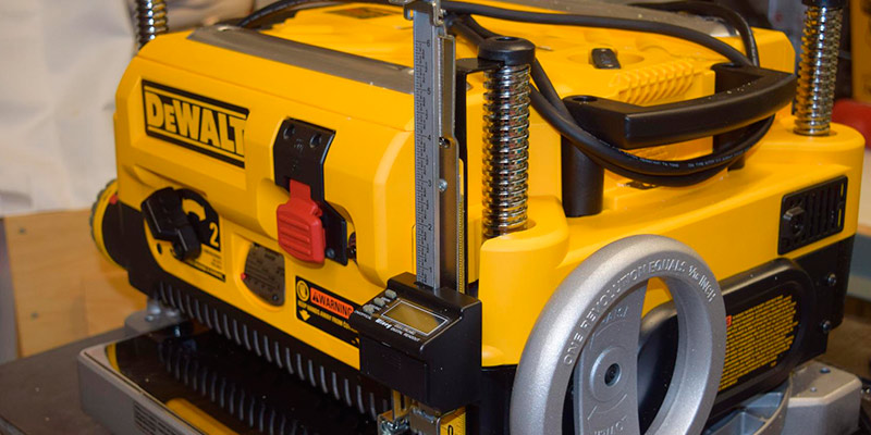 Detailed review of DEWALT DW735X Two Speed Thickness Planer Package