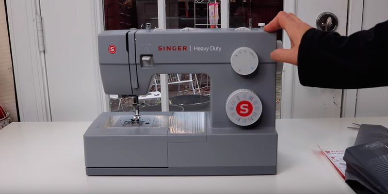 Review of SINGER 4423 Heavy Duty Model Sewing Machine, With 23 Built-In Stitches