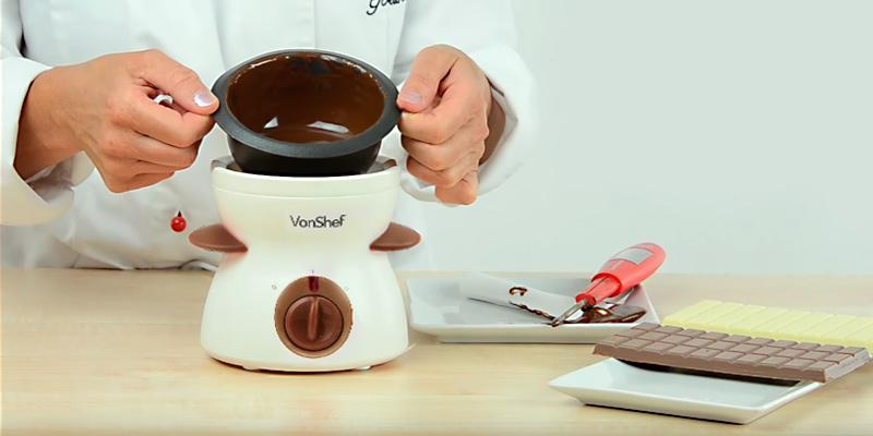 VonShef Electric Chocolate Fondue Melting Pot in the use