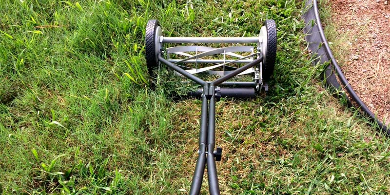 Great States 415-16 Standard Lawn Mower With T-Style Handle And Heat Treated Blades in the use