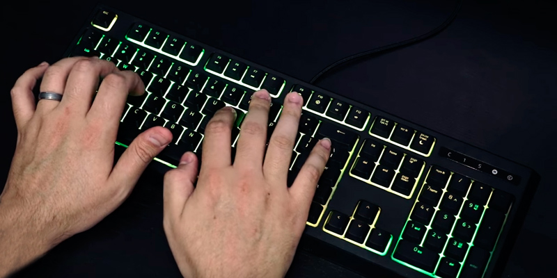 Razer RZ03-02041800-R3U1 Mecha-Membrane Gaming Keyboard in the use