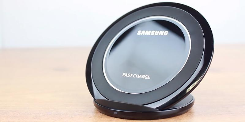 Samsung Fast Charge Wireless Charging Stand in the use