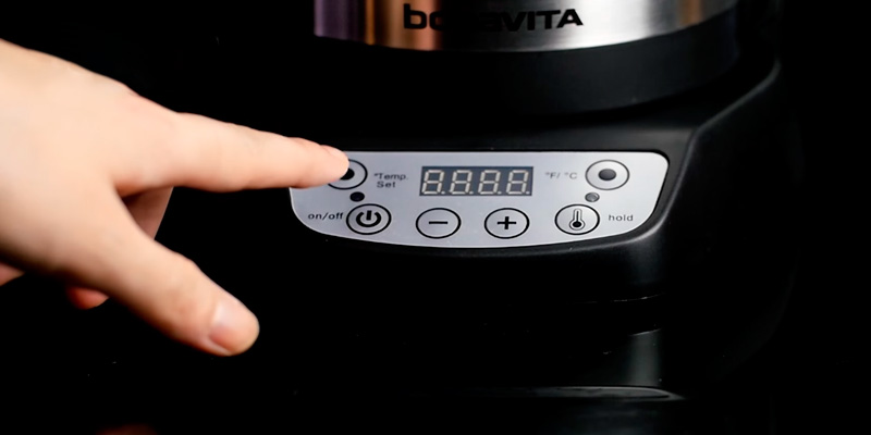 Bonavita BV382510V Digital Electric Gooseneck Kettle in the use