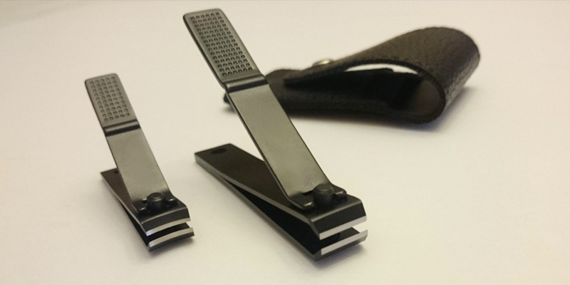 Review of FIXBODY ZJQ-01-2PCS Black Stainless Steel Fingernails & Toenails Clippers with Leather Case