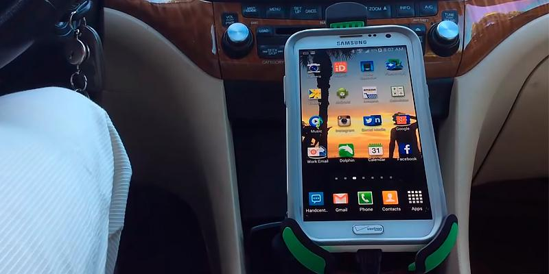 EnergyPal Car Smartphone Holder with Dual USB in the use