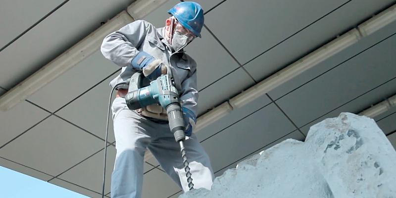 Bosch RH540M SDS-Max Combination Rotary Hammer in the use