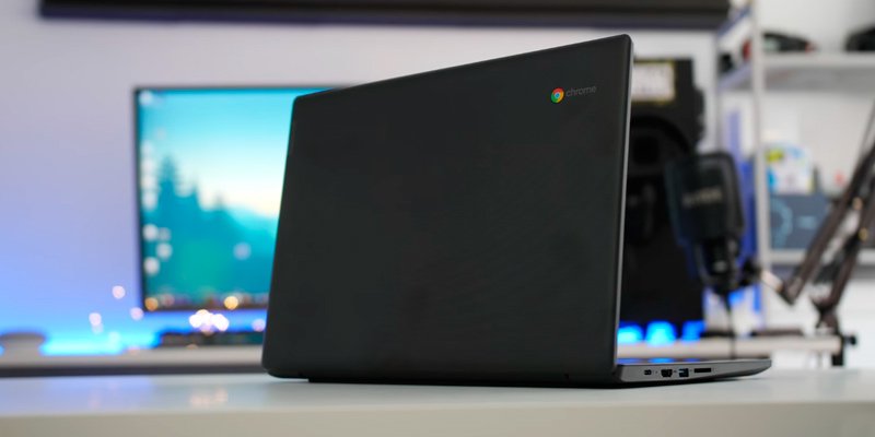 "Lenovo S330 14"" Full HD Chromebook (MediaTek 4-cores, 4GB LPDDR3, 64GB eMMC) in the use"