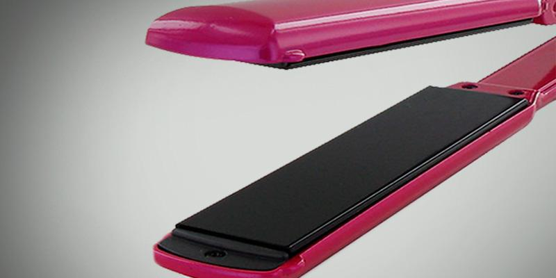 Conair CS33FPR Infiniti Pro Tourmaline Ceramic Flat Iron in the use