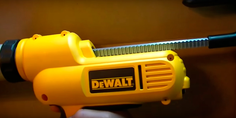 Review of DEWALT DC545K Cordless Adhesive and Caulk Gun