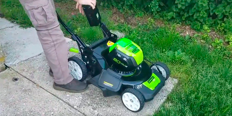 GreenWorks PRO 21-Inch 80V Cordless Lawn Mower in the use