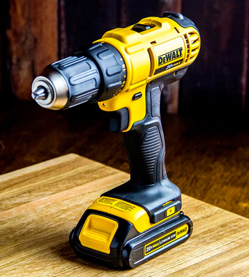 Review of DEWALT DCD771C2 20V MAX Cordless Lithium-Ion 1/2 inch Compact Drill Driver Kit