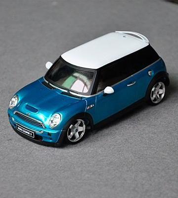 Review of Kinsmart Mini Cooper S 1:28 Scale Toy Car