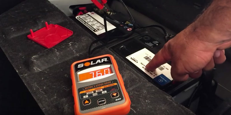 Clore Automotive SOLAR BA5 Electronic Battery Tester in the use
