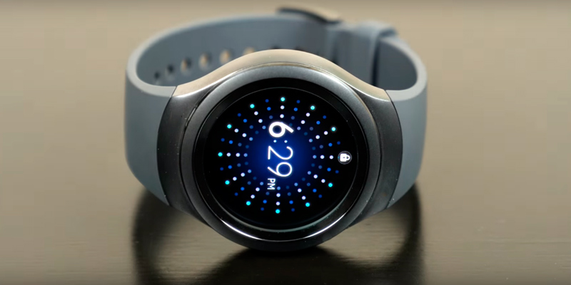 Samsung S2 Smartwatch for Android 4.4 in the use