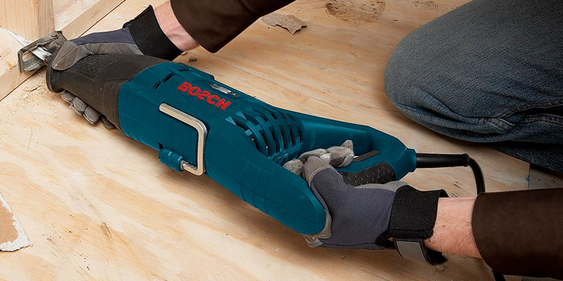 Bosch RS7 1/8-Inch 11 Amp Reciprocating Saw in the use