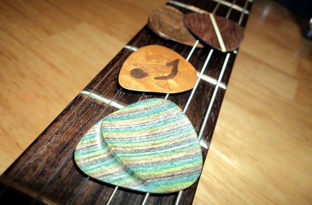 Best Guitar Picks to Personalize Your Playing Style