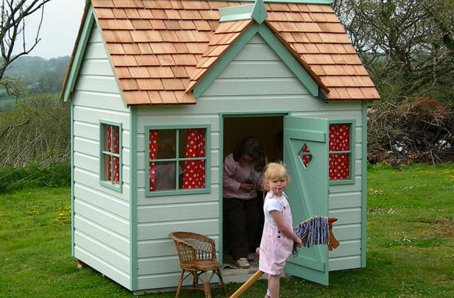 Best Playhouses to Keep Kids Entertained